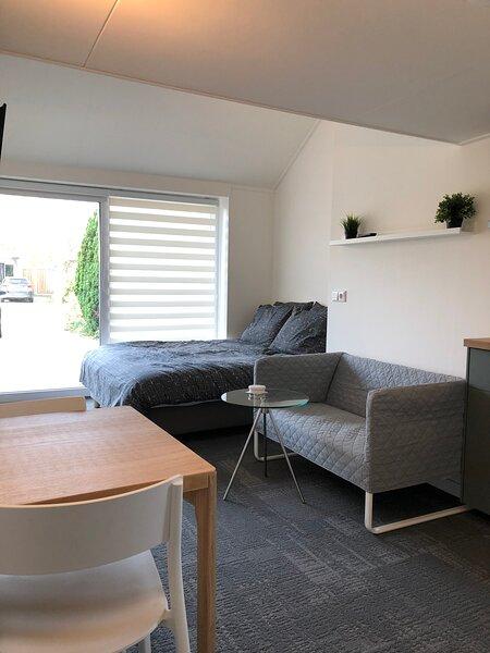 Complete studio met eigen ingang, holiday rental in Rossum