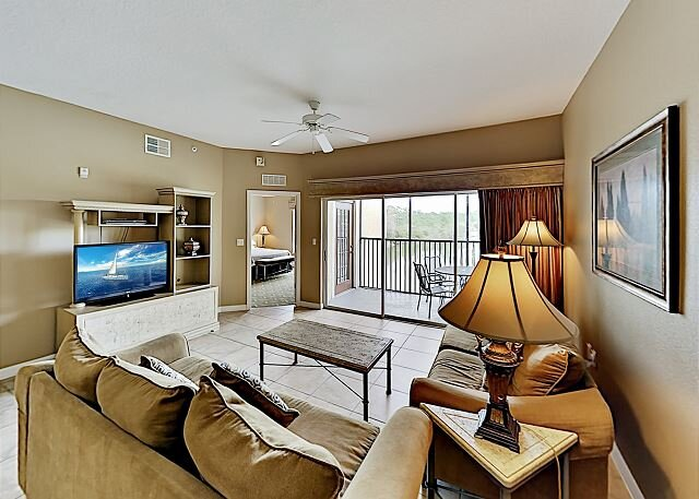 Dual-Suite Lake-View Getaway | Mins to Disney World & Other Area Attractions, holiday rental in Celebration