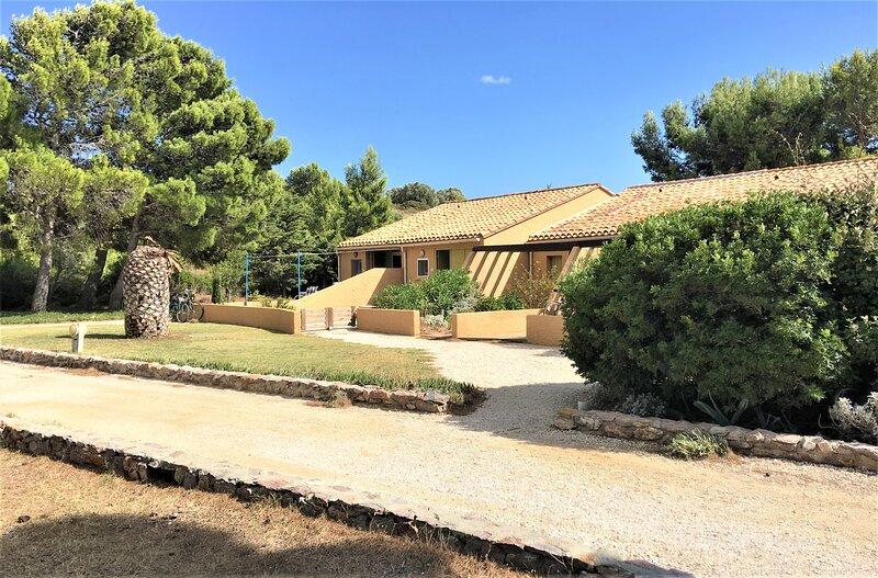 Maison avec vue directe sur l étang de Leucate, holiday rental in Salses-Le-Chateau