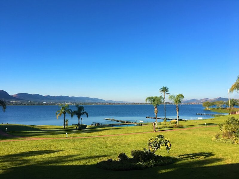 Relaxation at Luxurious Harties Waterfront Stay, holiday rental in Broederstroom