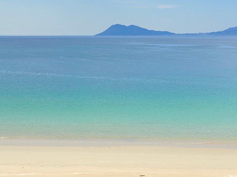 Oh la Life! El Mar Beachfront, holiday rental in Uhia
