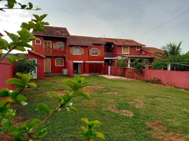 Casa de praia a 30 mts do mar na Cancún brasileira 2 dormitórios, quintal, alquiler de vacaciones en Iguaba Grande