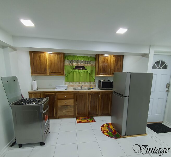 Beautiful Modern 1BR Condo With Full Amenities, alquiler de vacaciones en Arnos Vale