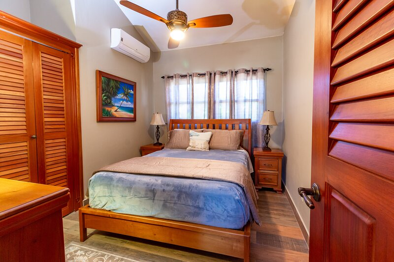 The Luxury 3 Bedroom/2bathroom Fully Loaded Casa 1, alquiler de vacaciones en Corozal