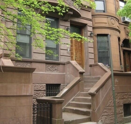 The Harlem Flat - Spacious 2-Bdrm with Outdoor Space close to Central Park, vakantiewoning in New York