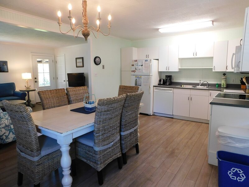 Enoch's Hideaway-Cozy, comfortable w/ Lighthouse views., aluguéis de temporada em Ocracoke