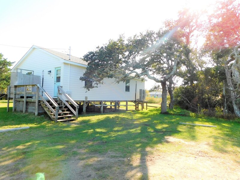 Enoch's Hideaway-Cozy, comfortable w/ Lighthouse views., vacation rental in Ocracoke