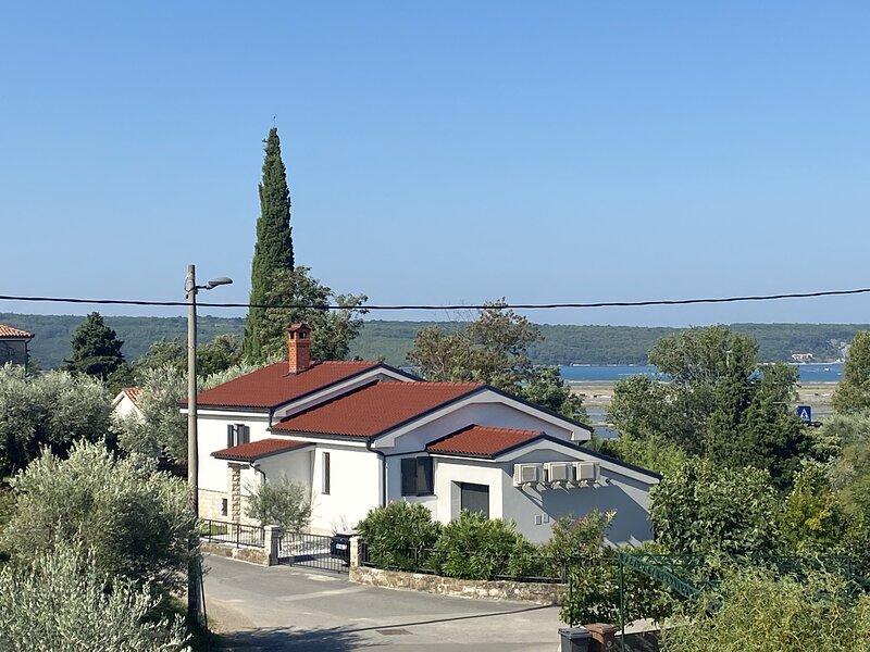 Modern Apartment Parenzana IZMA, holiday rental in Secovlje