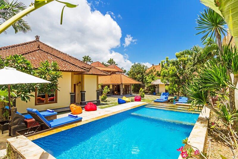 Villa Puri Cahaya - 5BR, vacation rental in Kuta Selatan