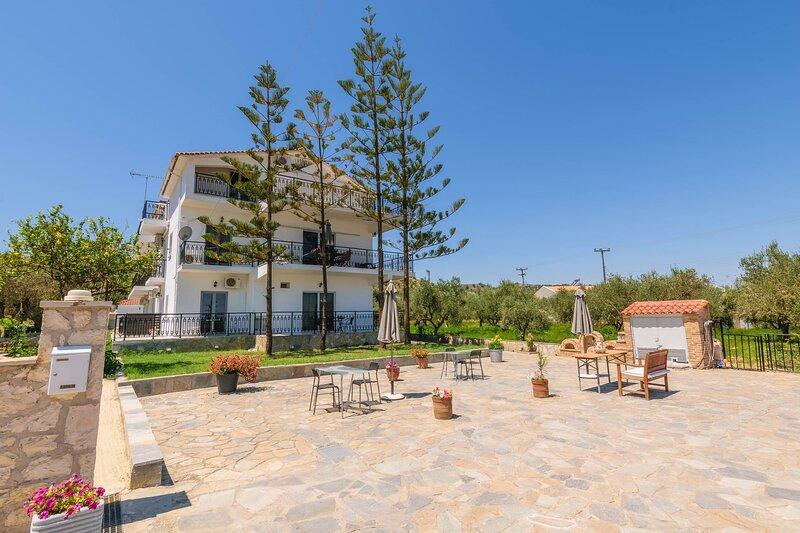 Three Bedroom Apartment with Panoramic View, location de vacances à Argassi