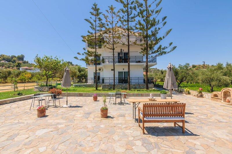 Triple Room with Balcony or Terrace, location de vacances à Argassi