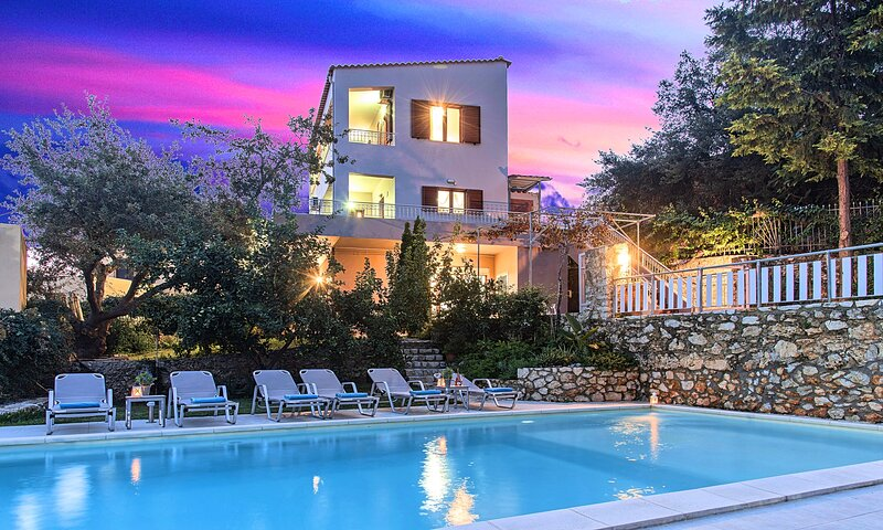 Grand View Villa Private Heated Pool, holiday rental in Kastellos
