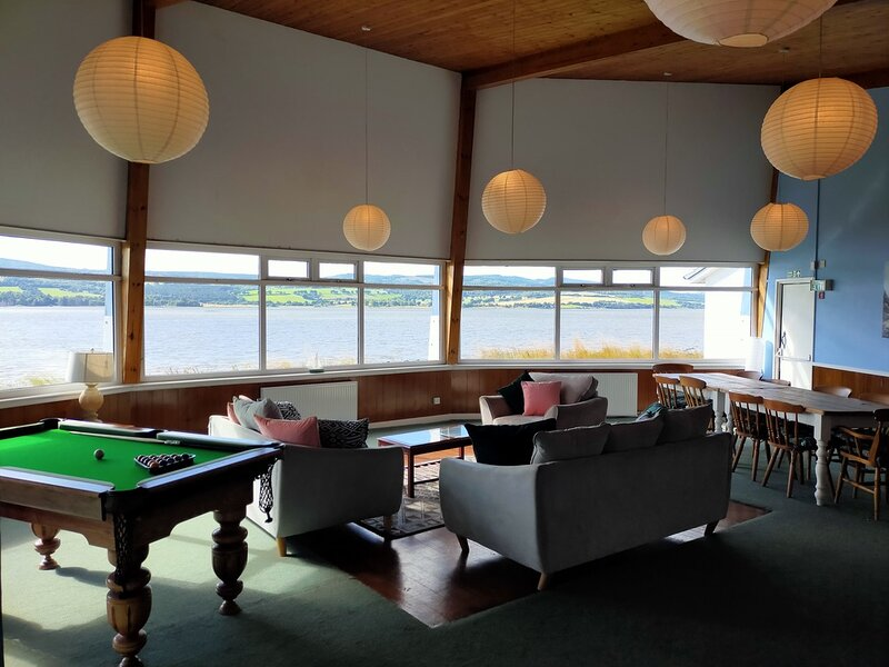 Spacious 10 person en-suite accommodation, holiday rental in Tore