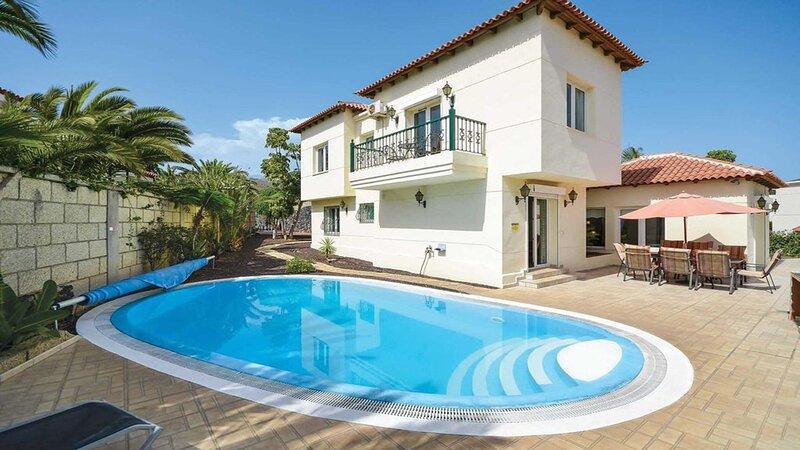 Villa Simona. Beautiful 5 Bedroom Villa. Private Heated Pool. – semesterbostad i Arona