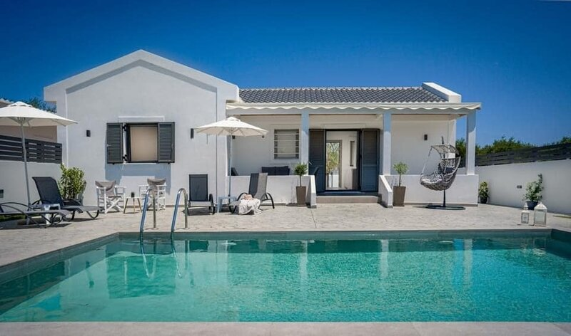 Stunning 2-Bed Villa in Zakinthos, holiday rental in Kalpaki