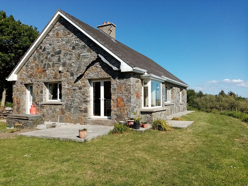 Loch an Eala - This 3 bedroom cottage overlooks Salt Lake and is within 1km of C, holiday rental in Maum