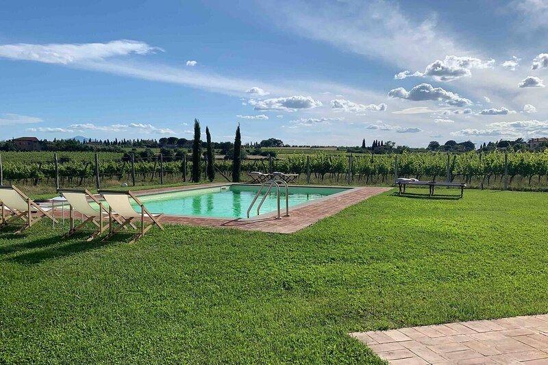 Charming 10 pax Villa in Cortona, private pool, holiday rental in Petrignano