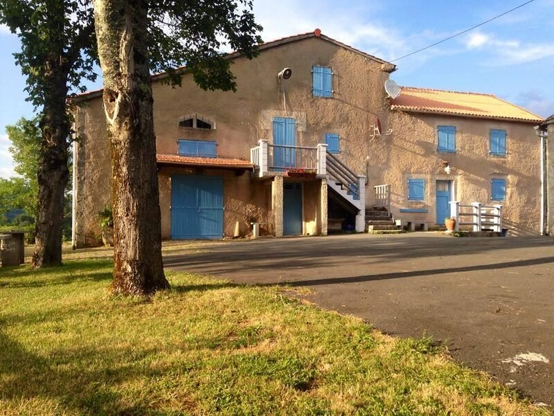 Nice house with mountain view, holiday rental in Lacaze