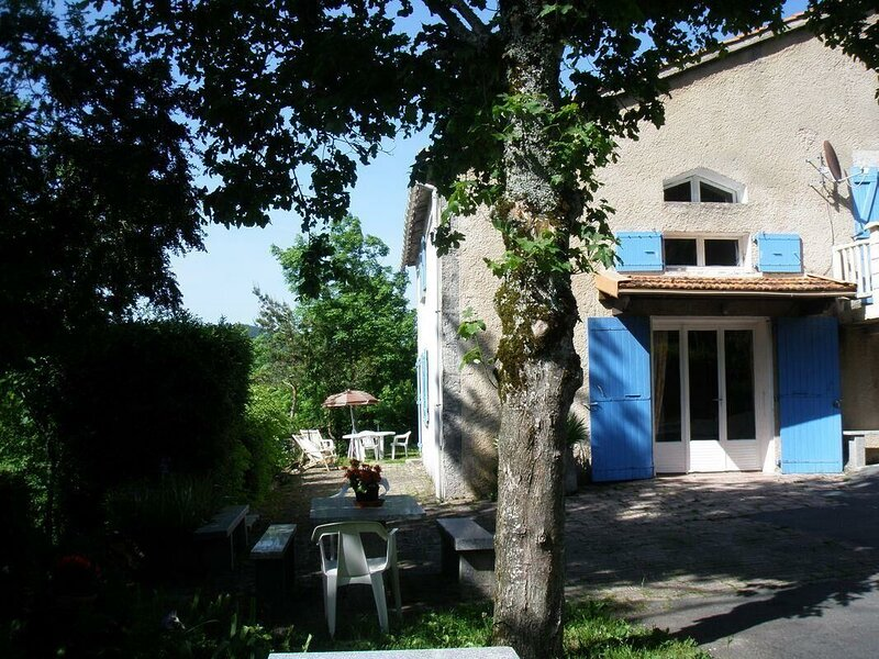 Beautiful house with mountain view, holiday rental in Lacaze