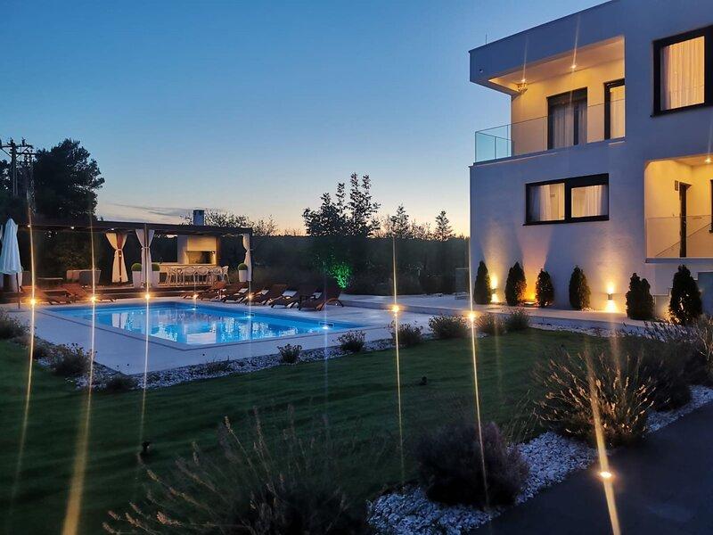 Luxury Villa Reina, alquiler de vacaciones en Sevid