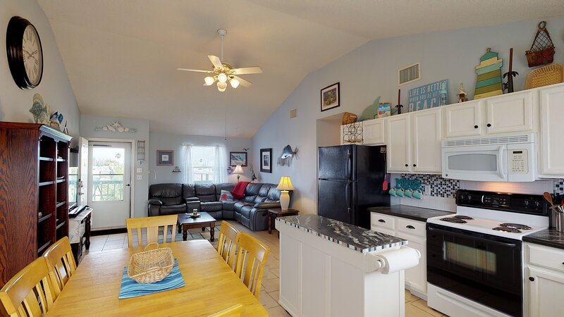 Indoors,Ceiling Fan,Room,Flooring,Hardwood