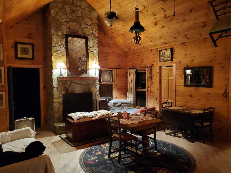 Book Now for Spring Get-a-way Mountainlake View Cabin Bristol Tn, location de vacances à Shady Valley