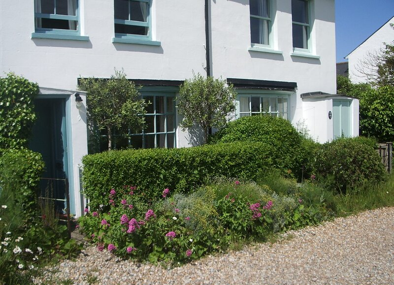 Boho-chic bolthole on the beach - Mariner's Cottage, alquiler vacacional en St Margaret's Bay