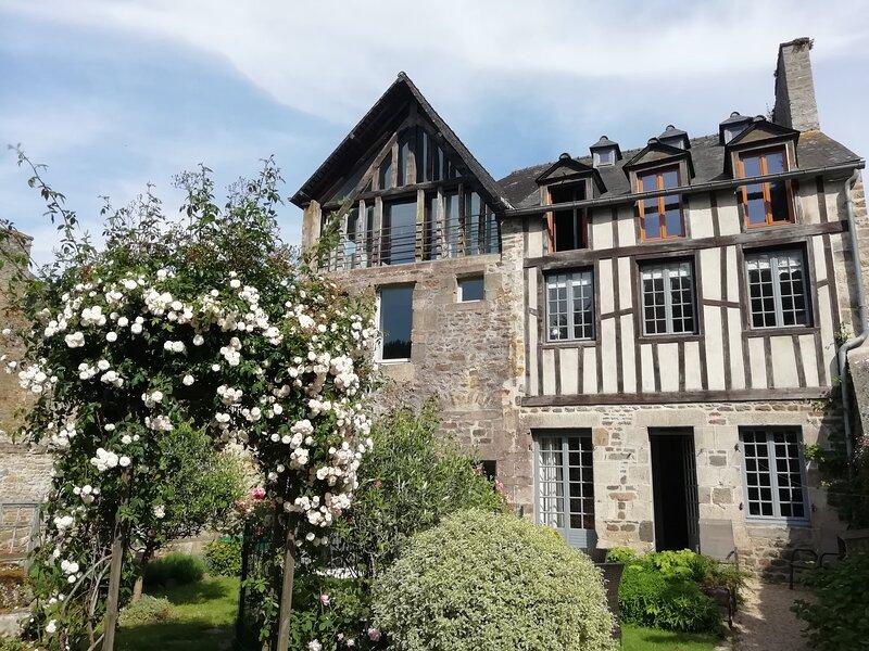 Fleur De Lys, holiday rental in Lanvallay