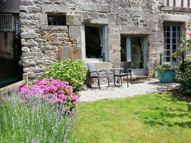 Les Tisserands, holiday rental in Lanvallay