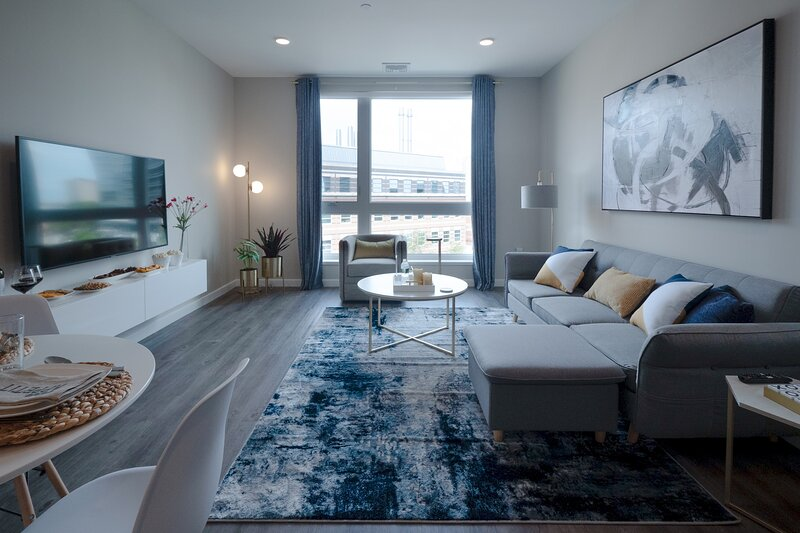 Airy Modern Apt w/ Rooftop | Downtown at Yale, holiday rental in Silver Lane