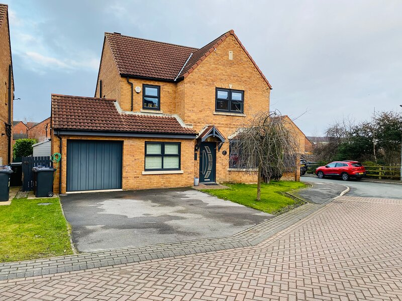 Remarkable 4-Bed House in Barnsley, vacation rental in Dodworth
