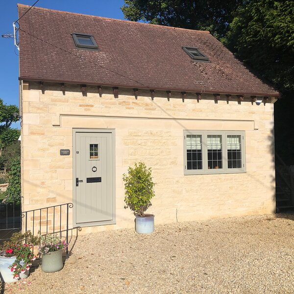 Luxury lodge in the grounds of historic house, location de vacances à Bisley