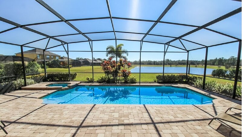 Stunning and spacious, lake view home with private south facing pool and spa-535, holiday rental in Orlando