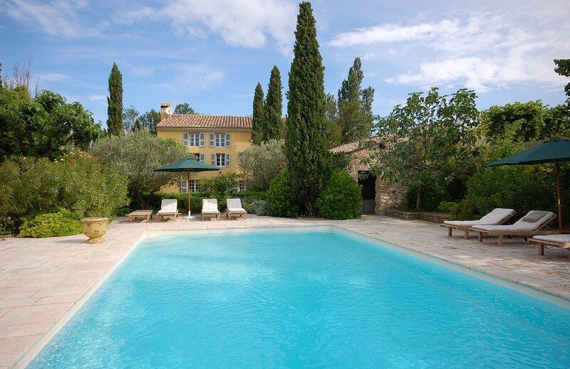 THE VILLA CRESPIN. THE HOME ESCAPE. Saturday - Saturday. Pool. Parking., casa vacanza a Pernes-les-Fontaines