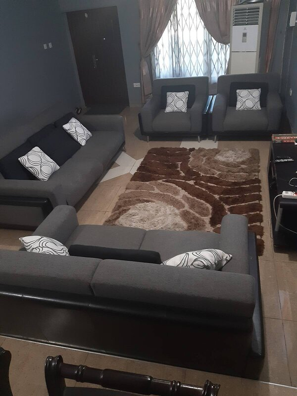 One bedroom with spacious hall ensuite, holiday rental in Achimota