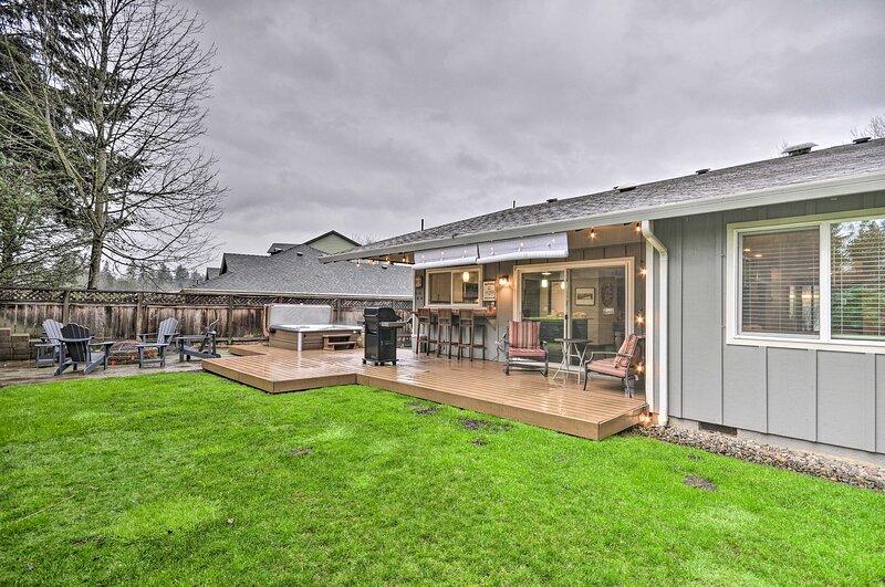 NEW! Portland Area Retreat: Hot Tub & Outdoor Bar!, location de vacances à Sherwood
