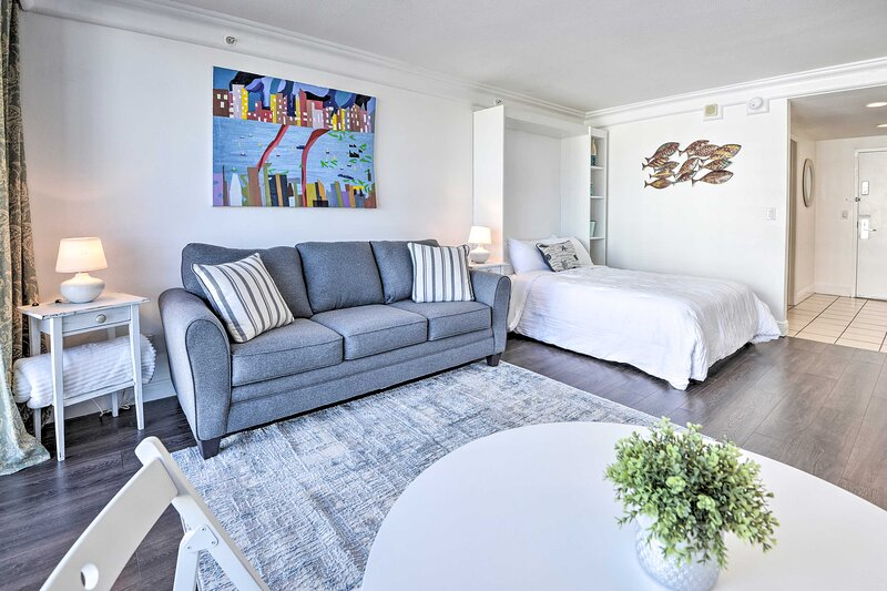 NEW! Resort Studio w/ Beach Access & Ocean Views!, alquiler de vacaciones en Holly Hill