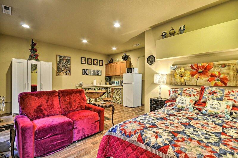 NEW! Inviting Studio w/ Patio - 15 Mi to Portland!, aluguéis de temporada em Saint Helens