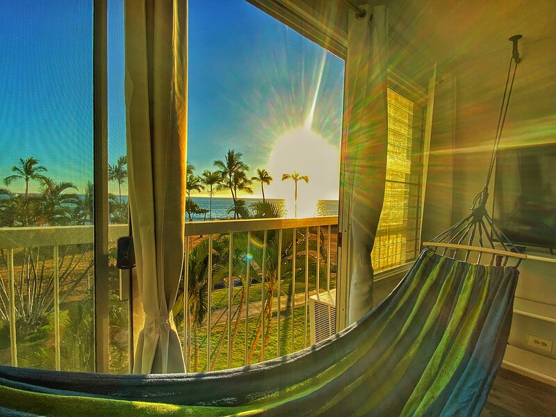 Pure blue water front condo- the west of world oahu-the old Hawaii life, location de vacances à Waianae