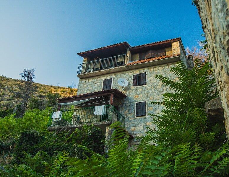 Heritage Villa near Split, location de vacances à Zrnovnica