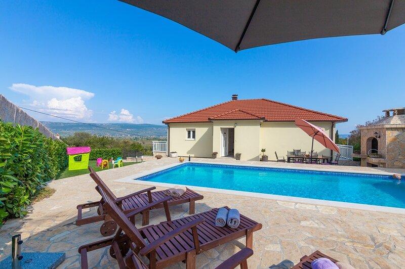 Villa Kristia****, vacation rental in Velim