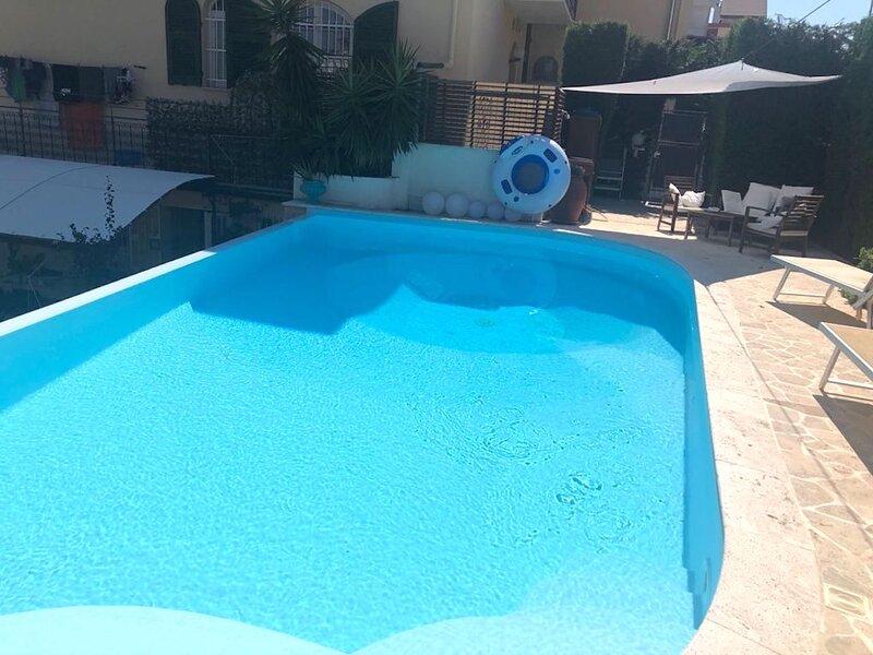 Elegante appartamento con piscina ad uso esclusivo, vacation rental in Ellera