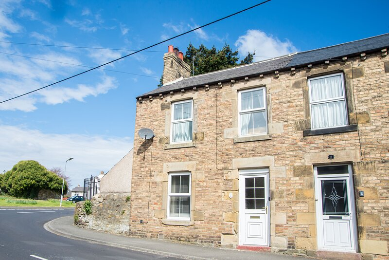 COUNTRY COTTAGE IN VILLAGE LOCATION, PERFECT FOR EXPLORING NORTHUMBERLAND, location de vacances à Bingfield