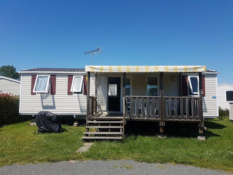Confortable Mobil-homes dans le camping du domaine de Dugny, holiday rental in Saint-Nicolas-des-Motets