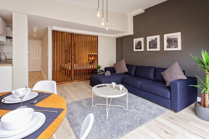 ELMIRE HOUSE - CONTEMPORARY APARTMENTS  NEWCASTLE - Apt 2, holiday rental in Hebburn