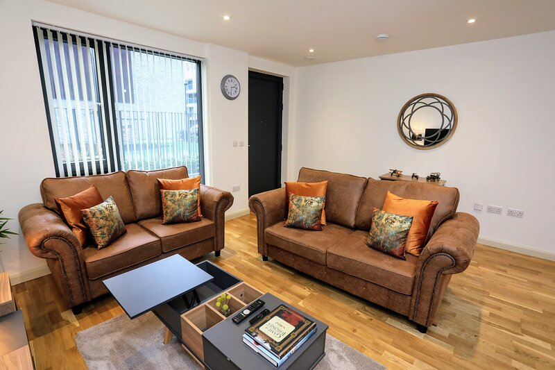 Modern & Spacious Ground FL 2Bed/ 2Bath Apartment, casa vacanza a Colindale