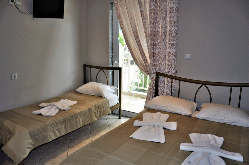 Beautiful Bedroom for 4 people in Limenaria, only five minutes away from center, holiday rental in Skala Sotiros
