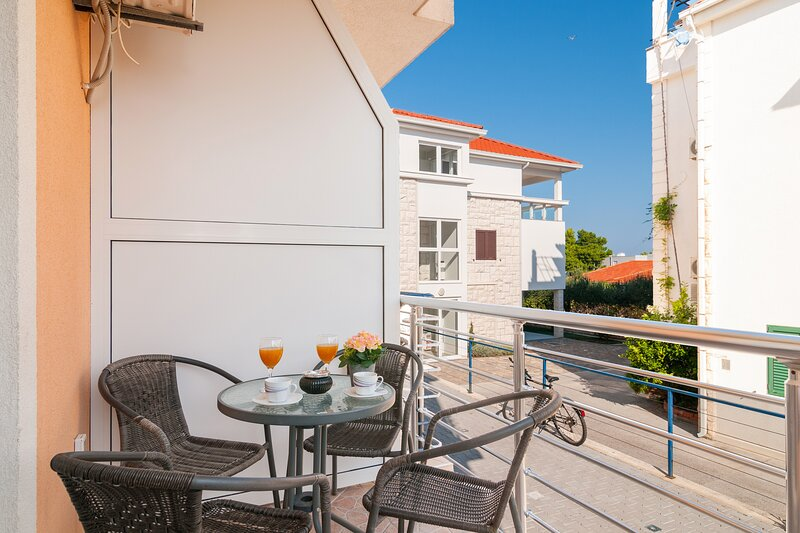 Apartments Island Beat - One Bedroom Apartment with Balcony and Sea View (A7), holiday rental in Supetar