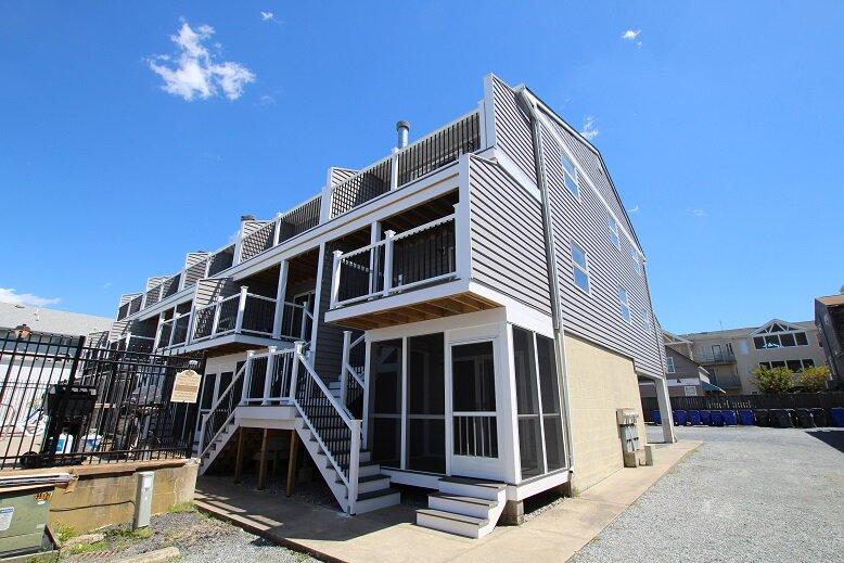Three-Story Townhome with Community Pool Access – semesterbostad i Dewey Beach