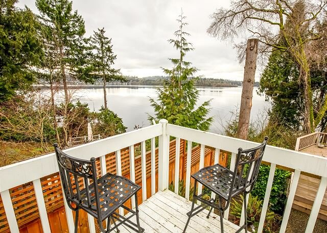Quiet Guest House w/ Balcony & Lake Views/Access!, holiday rental in Yarrow Point